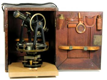 The original box opened. The floor board, adjustment pin and loupe are modern reproductions.