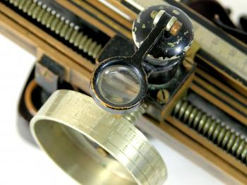 A small lens facilitates reading the micrometer drum.