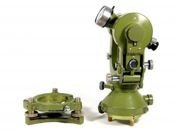 This Wild theodolite features the final type of tribrach attachment method.