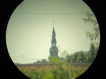 The view through the telescope of the Wild RDS is erect.