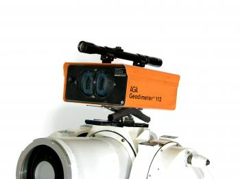 The AGA Geodimeter 112 mounted on the Minilir.