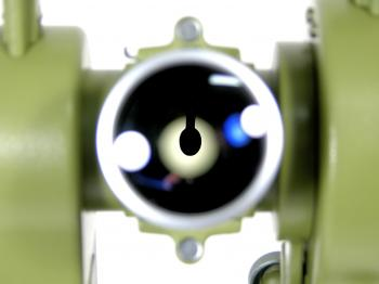 The reticle illumination mirror can be seen through the objective.