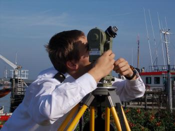 MIWB student taking a sun shot with the Wild T2 and the Van Leeuwen Roelofs prism in 2011.