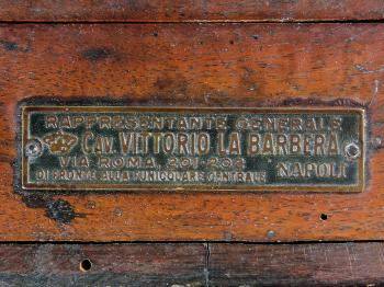 Vittorio la Barbera's label on the box of the pantometre à lunette.