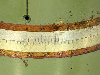A close-up of the horizontal limb, the vernier reads 117°-39'.