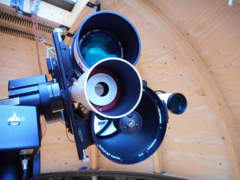 The objective lens is stopped down to 30mm using a dedicated brass lens cap.